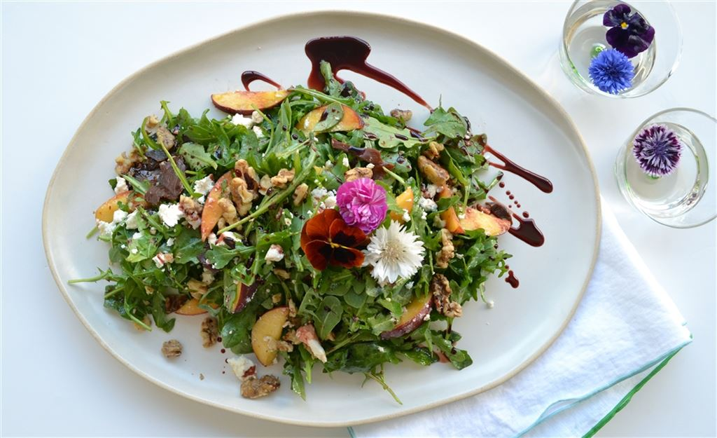 Peach, feta & walnut salad