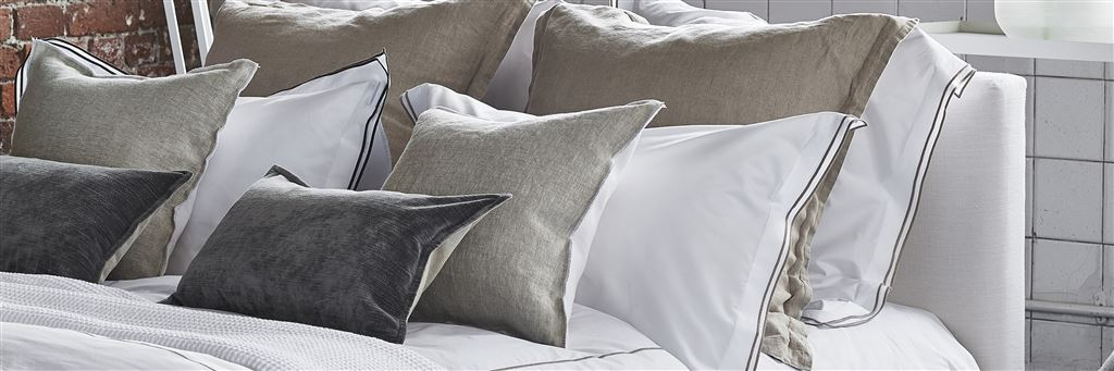 bedroom bedding throws quits and rugs at designers guild - Throws Bedroom
