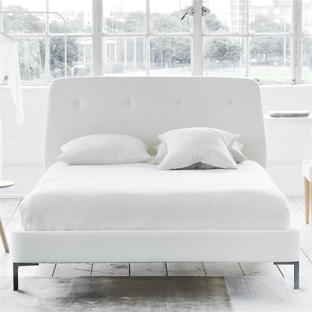COSMO BED-SELF BUTTONS - KING - METAL LEG - CASSIA CHALK
