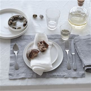Lario Pale Grey Tablecloth, Runner, Placemats & Napkins | DG