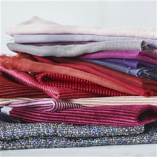 Bellavista Magenta Fabric | Designers Guild Essentials