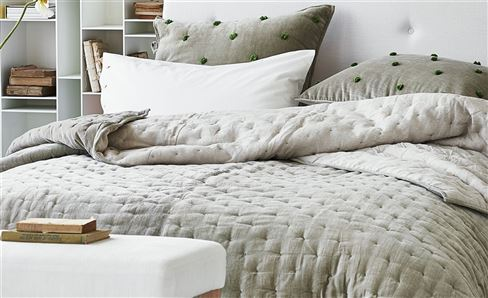 WHITE COLLECTION THROWS & QUILTS