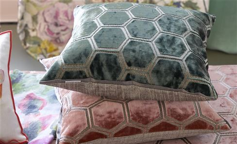 DECORATIVE PILLOWS BUYING GUIDE