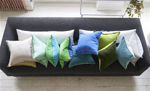 PLAIN & TEXTURED DECORATIVE PILLOWS