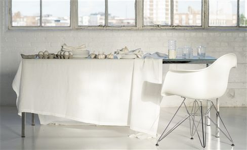 WHITE COLLECTION TABLEWARE & TABLE LINEN