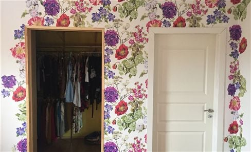 Decorating with floral wallpapers