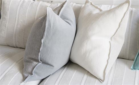 WHITE COLLECTION CUSHIONS