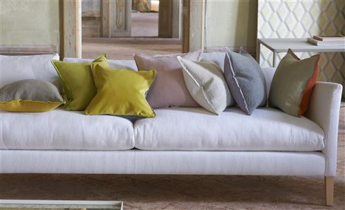 PLAIN & TEXTURED CUSHIONS