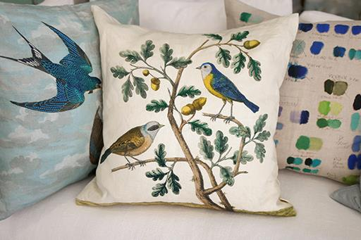 PREVIEW JOHN DERIAN DECORATIVE PILLOWS >